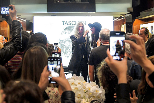 008_GOLDSMITH_PATTI_SMITH_CE_SIGNING017_SMITH-PATTI_BEVERLY_HILLS_2019-10_66938