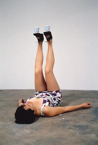 ErwinWurmOneMinuteSculptureI,1997©ErwinWurm,courtesyKönigGaleri