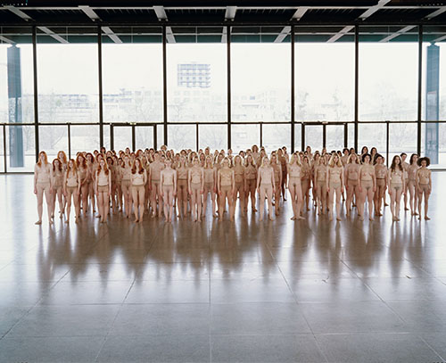 Vanessa Beecroft, VB55-Performance, Neue Nationalgalerie, Berlin 2005 © Vanessa Beecroft