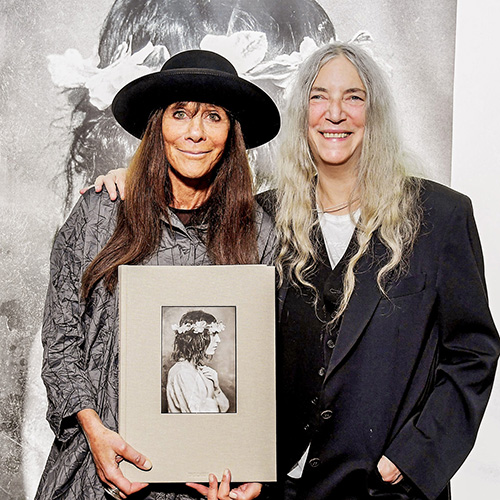 square_GOLDSMITH_PATTI_SMITH_CE_SIGNING025_GOLDSMITH-LYNN_SMITH-PATTI_BEVERLY_HILLS_2019-10_66938