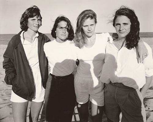 Nicholas Nixon, The Brown Sisters, New Canaan, Connecticut, 1984, Bayerische Staatsgemäldesammlungen, Sammlung Moderne Kunst in der Pinakothek der Moderne, München © Nicholas Nixon