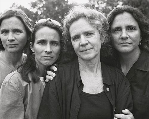 Nicholas Nixon, The Brown Sisters, New Canaan, Connecticut, 1999, Bayerische Staatsgemäldesammlungen, Sammlung Moderne Kunst in der Pinakothek der Moderne, München © Nicholas Nixon