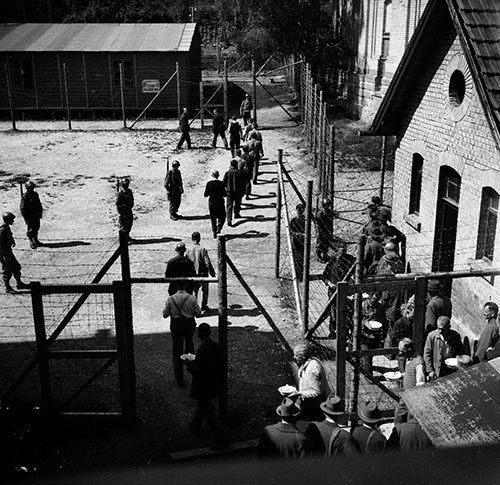 PARIS300_05_Gefangenenlager