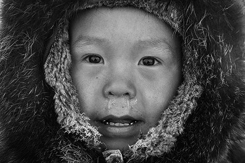 07–5-jaehriger Inuitjunge – Baffin Island 2008 © Klaus Fengler