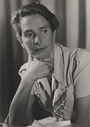 10_Erika Mann,Ende der 1930er Jahre_EM F 80b_Photo Ernest E. Gottlieb