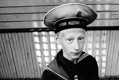 53_Peter Dammann_Kadettenakademie in Kronstadt_Der elfjährige Wowa_1997©Peter Dammann Estate