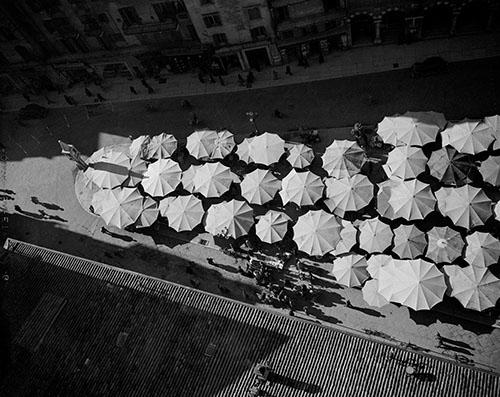 BH © Werner Bischof Estate, ©Magnum Photos, Werner Bischof, Verona umbrellas, Italy,1950