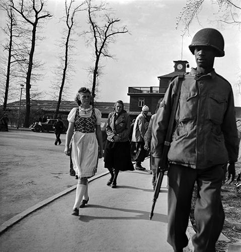 Copyright_LeeMillerArchives_Visitors_tour_Buchenwald_Germany_1945