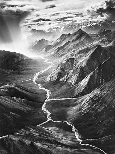 HG High © Galerie Stephen Hoffman, SEBASTIÃO SALGADO, Alaska 2009, gelatin silver photograph, 90 x 60 cm