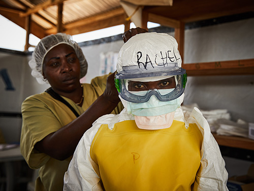 Loba 01_© Hugh Kinsella Cunningham_Wildfire (Ebola Amidst Conflict)
