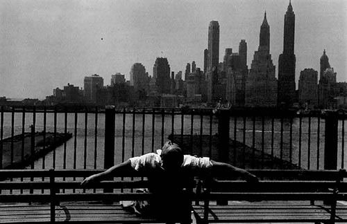 Louis-Stettner_Manhattan-from-the-Brooklyn-Promenade_1954