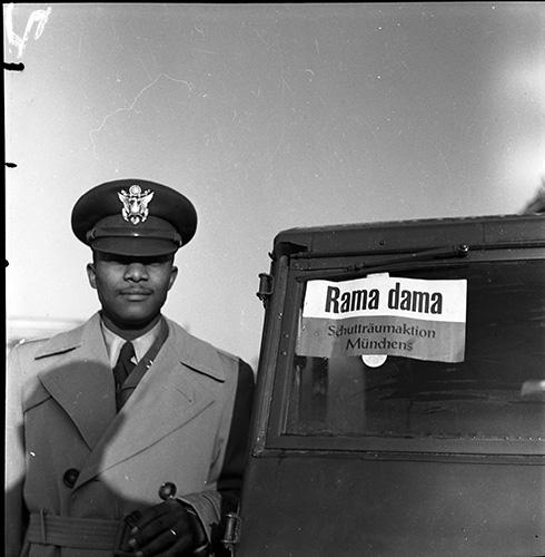 M fruh-00024 US-amerikanischer Soldat bei Schutträumaktion Rama dama