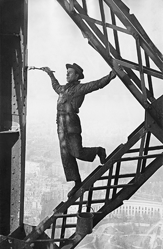 if Marc_Riboud-Painter_of_the_Eiffel_Tower-1953