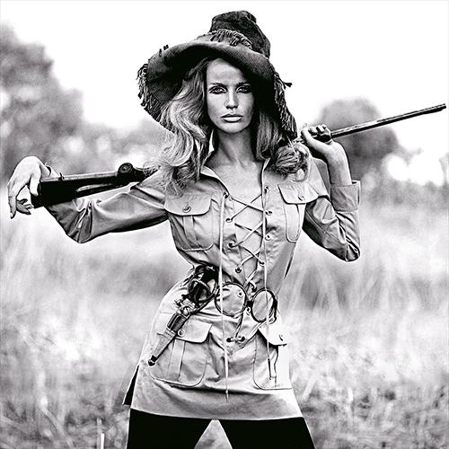 HighlightFranco Rubartelli , Veruschka, Safari dress by Yves Saint Laurent, French Vogue, July_August , 1968 Pigment Print auf Baryta-Paper, 59.8 x 55.6 cm (Bildmaß), Auflage von 15 plus 3 APs , © Ira Stehmann Fine Art