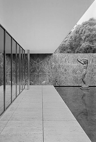 Klaus Kinold, Ludwig Mies van der Rohe, Barcelona Pavillon, photo taken in 1992, Copyright Mies van der Rohe VG Bild-Kunst, Bonn 2021