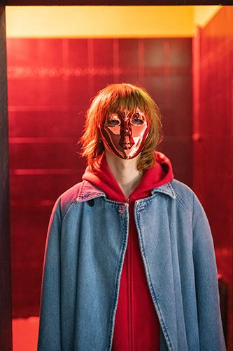MFolkwang_Tobias_Zielony_TheFall_Red_Mask_2019_300