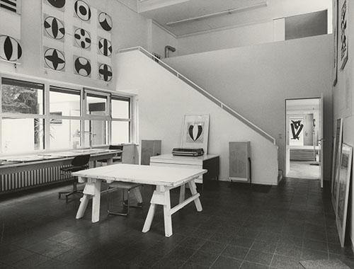 Berlin.Bau Haus Dr. Menne, Atelier, Blick auf Empore