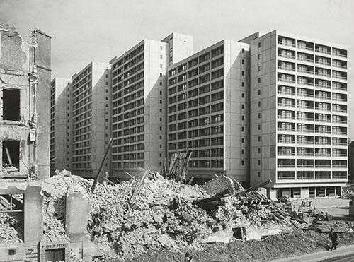 Berlin.Bau Wohnbebauung am Mehringplatz, während der Bauphase