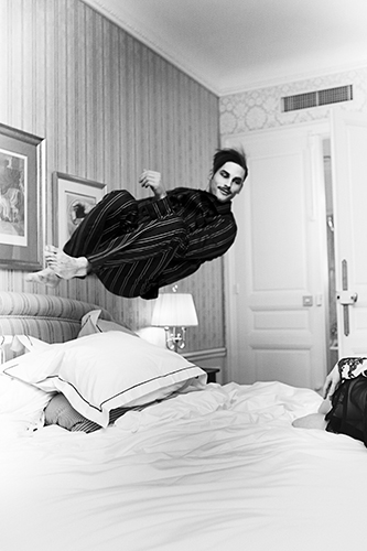 LG 4_The perfect jump_Samuel Hotel Westminster, Paris 2012 © Esther Haase