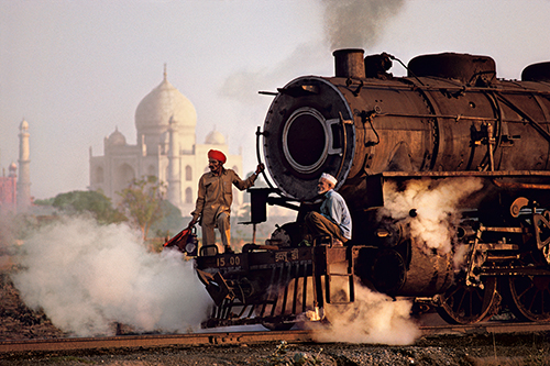 Leica 1_INDIA_The Eyes of Humanity © Steve McCurry