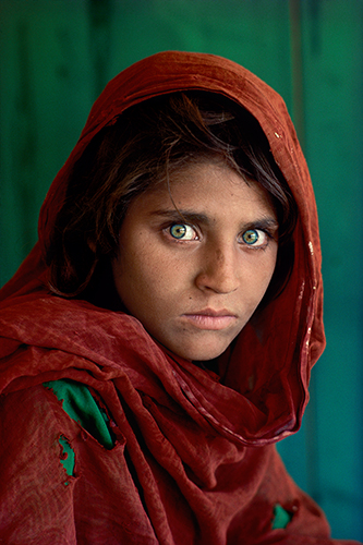 Leica AFGHAN GIRL_The Eyes of Humanity © Steve McCurry