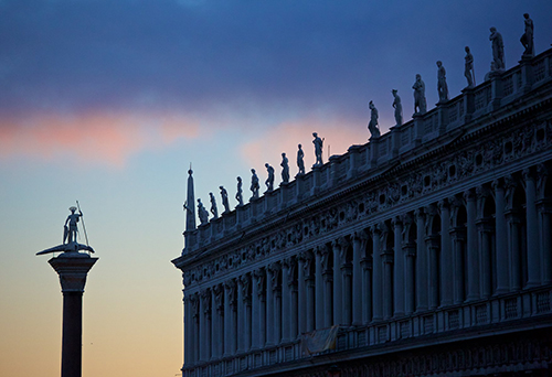 Venedig photo © John McDermott_Venice IFAcad_Gondola gondolie-web