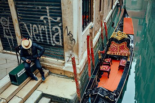 Venedig photo ©John McDermott_Venice IFAcad_Gondola gondolier-web