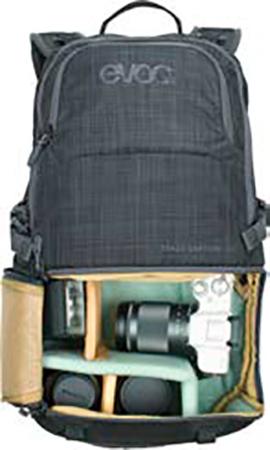 6973ac01c7975 Das Kamerafach des Rucksacks ist mit gepolsterten Trennelementen  individuell anpassbar.
