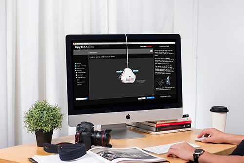Datacolor 035_DC_Lifestyle_MonitorWithElite